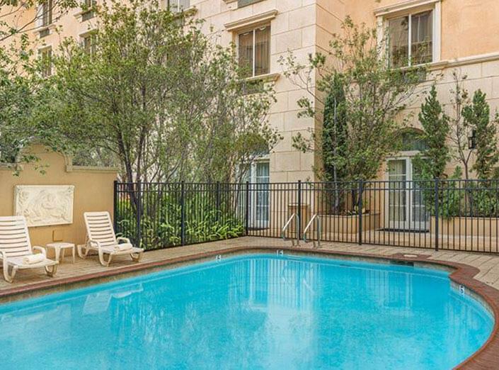 【洛杉磯。住宿】浪漫復古的艾爾飯店Ayres Hotel Manhattan Beach/Hawthorne | Cranenana娜娜鶴