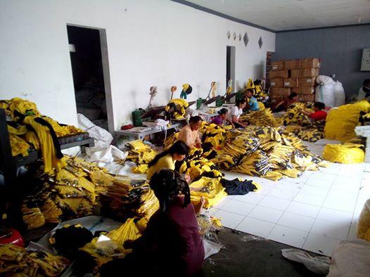 pengepakan di Pabrik kaos partai