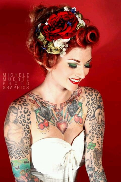 preciosa modelo con tatuaje de leopardo