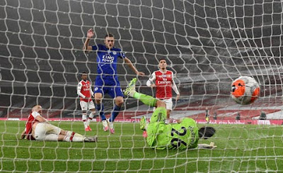 Vardy scores as Leicester secure historic win against Arsenal