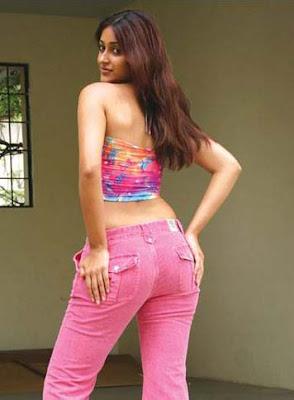 Ileana D'cruz in tight jeans, Ileana D'cruz hot back in jeans, Ileana D'cruz in pink jeans, Ileana D'cruz sexy figure