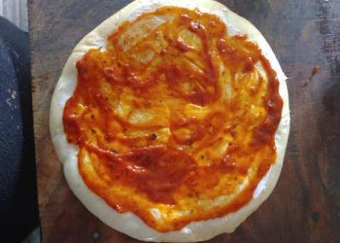 Onion_Tomato_Pizza_banane_ki_vidhi