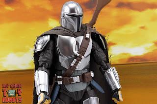 S.H. Figuarts The Mandalorian (Beskar Armor) 15