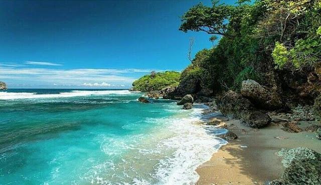 Wisata Pantai Savana