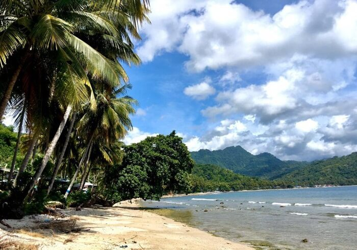 Pantai Batu Taka Urung, Pantai Pasir Putih Dengan Hamparan Bebatuan Untuk Ber-Selfie