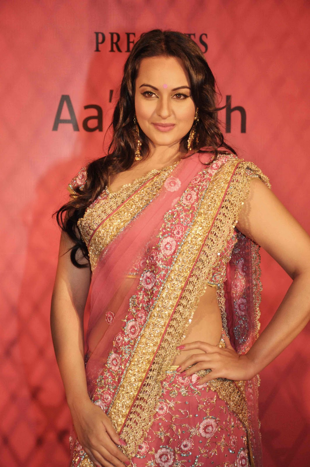 Gorgeous and sparkling sonakshi sinha in pink saree