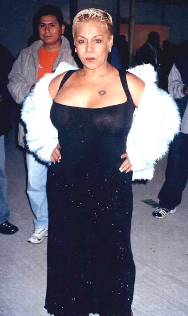 Foto de Lucía de la Cruz más joven con vestido