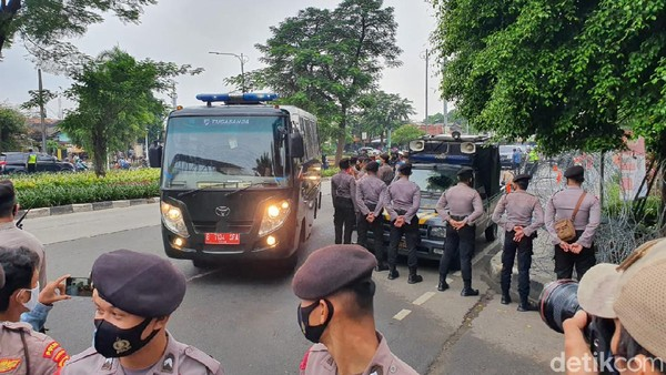 Habib Rizieq Tiba di PN Jaktim Jelang Sidang Kerumunan Petamburan-Megamendung
