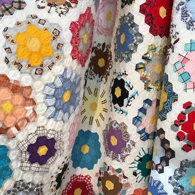 Vintage Quilts available for purchase at Tokyo Quilt Festival | © Red Pepper Quilts 2018