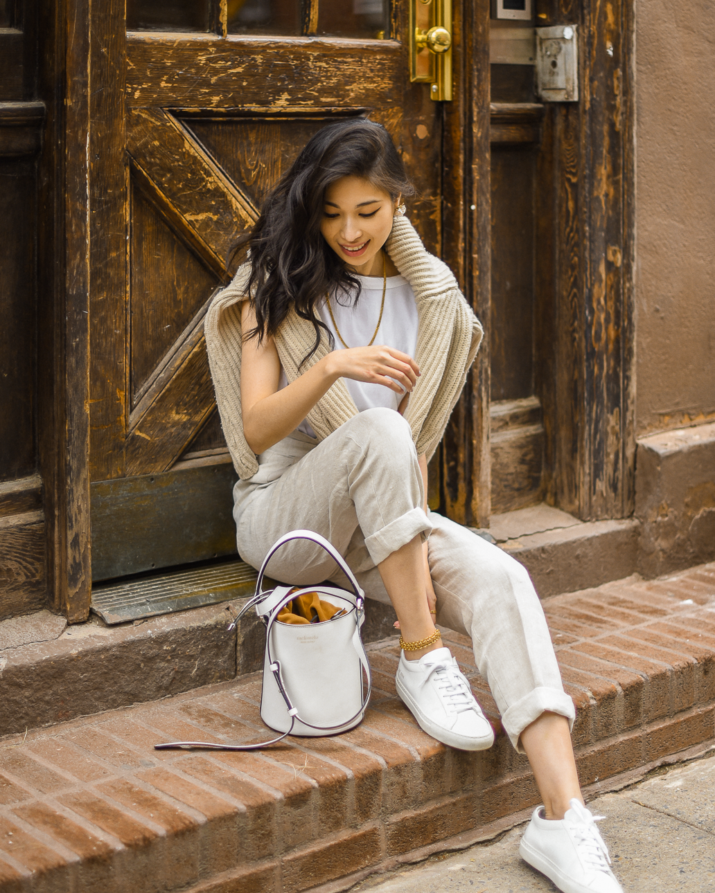 Belted linen trouser with ribbed knit sweater, Spring casual style, neutral spring outfits in New York, white bucket bag outfit ideas, Spring outfits layering, transitional style - FOREVERVANNY.com