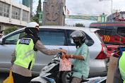 Ops Keselamatan Tinombala di Palu, Polisi Bagikan Ta'jil Ramadhan