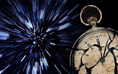كيف تؤثر الجاذبية والسرعة على مرور الزمن؟
