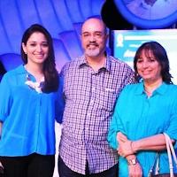 Foto Tamannaah Bhatia dengan Orangtuanya