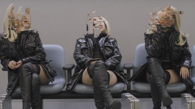 """Prestes a lançar o disco """"Digital Distortion"""", Iggy Azalea tem se mostrado uma ótima cantora pop. E não poderíamos ficar mais satisfeitos."""