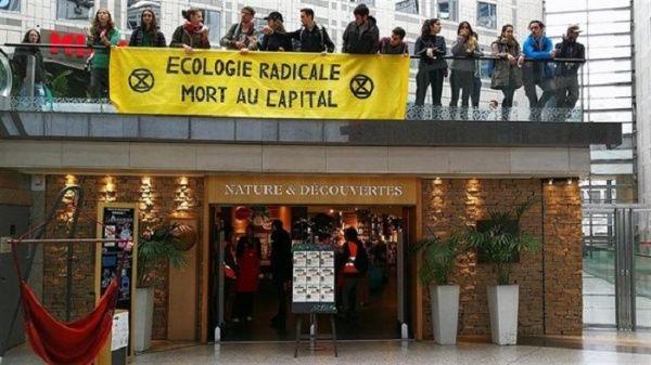Chalecos amarillos denuncian emergencia climática en Francia