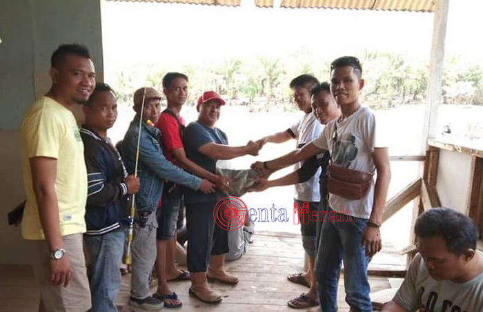 Turut Meriahkan HUT Mesuji, Para Jurnalis Tabur Ikan dan Ajak Masyarakat Mancing Bersama