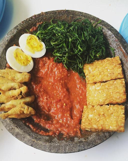 foto plecing kangkung makanan khas lombok