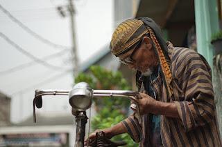 8 Karakter atau Kebiasaan Orang Jawa Yang Bikin Terpesona