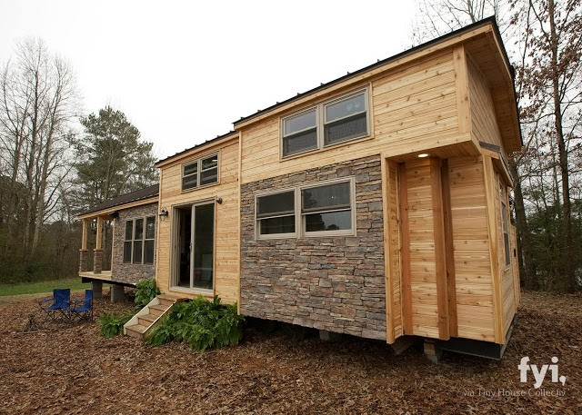 09-Home-External-View-LiL-Lodge-Tiny-Home-with-Great-Design-Features-www-designstack-co