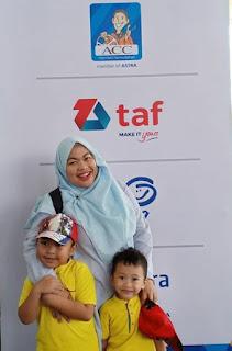 Berkunjung ke GIIAS 2019 , anak anak pun tersenyum gembira