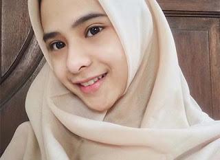 Cathy Fakandi Pakai Hijab