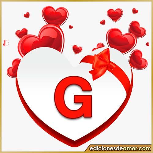corazones volando con letra G