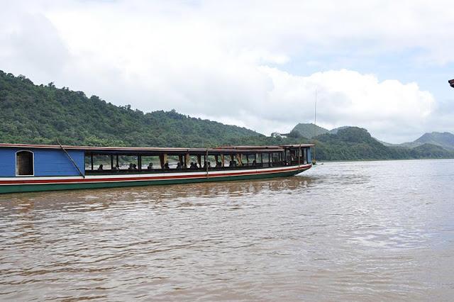 Paseos largos en barco en Laos Vacaciones