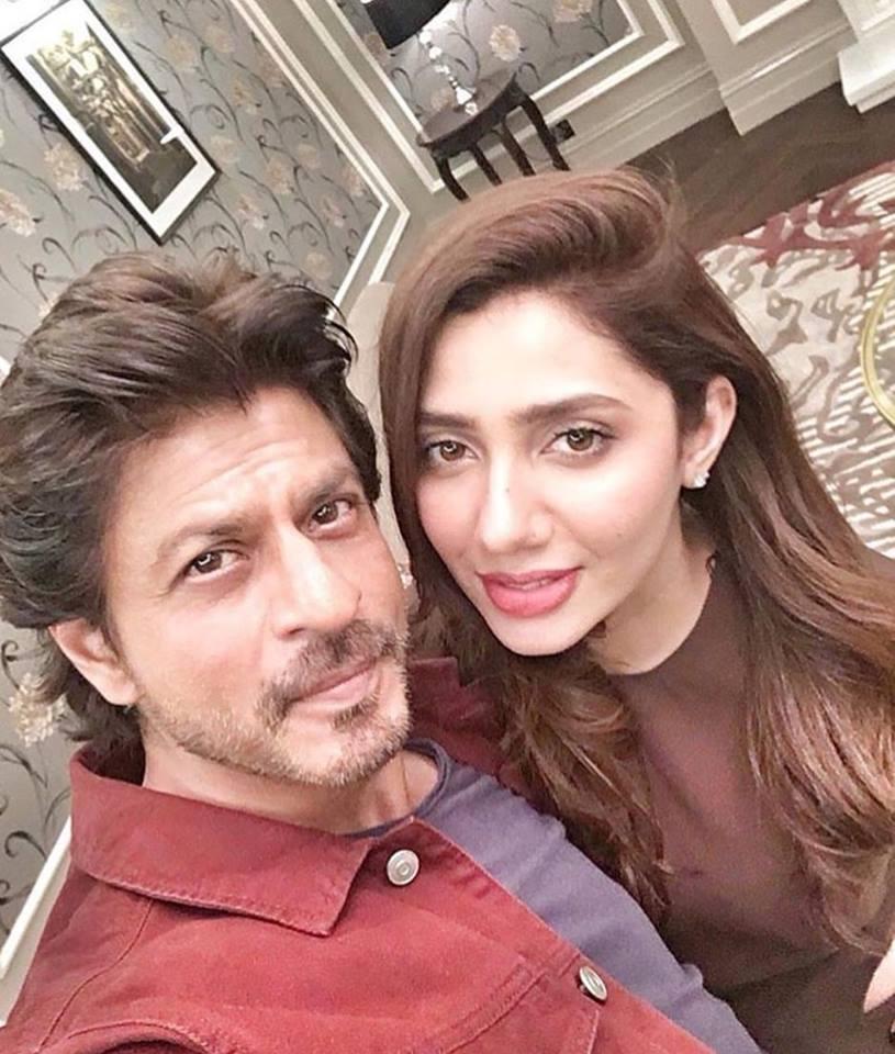 Selfie of Shahrukh Khan and Mahira Khan .