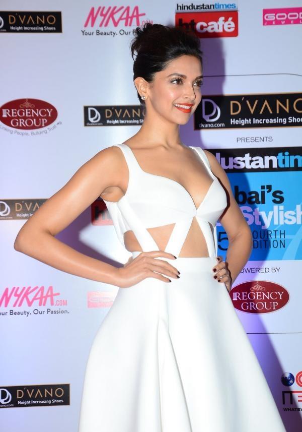 Deepika Padukone 2016 Very Hot Sizzling Photos In White Dress