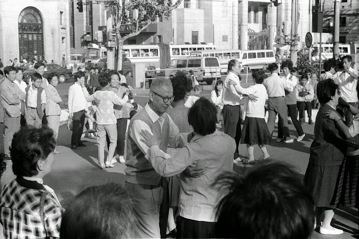 Shanghai, Bund, Zhongshan, Qi Gong, © L. Gigout, 1990