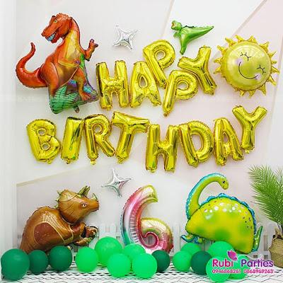 Cửa hàng đồ sinh nhật ở Quán Thánh