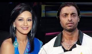 Sonali Bendre with Shoaib Akhtar
