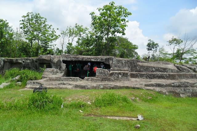 Panduan Lengkap Wisata Candi Ratu Boko, Yogyakarta - Foto, Sejarah, Lokasi, Harga dan Fasilitas - Bagian Goa Candi Ratu Boko, Yogyakarta
