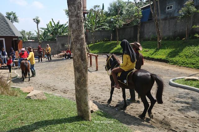 naik kuda di cimory