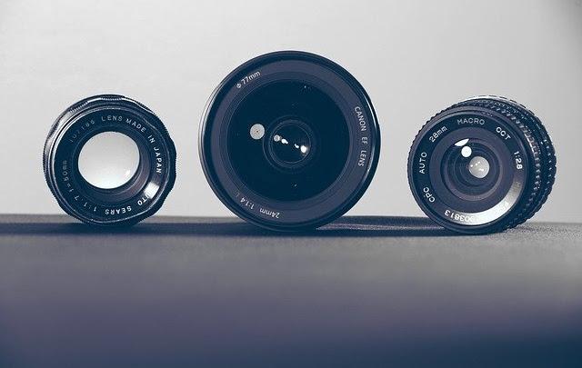 Lensa Kit vs Lensa Fix Bagusan Mana