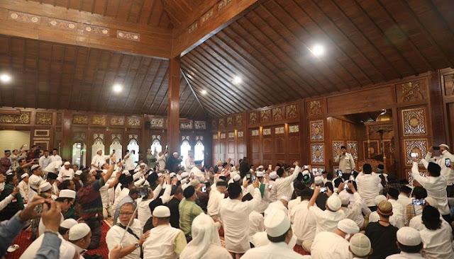 H-1 Pilpres, Prabowo Resmikan Masjid <i>Nurul Wathan</i> Hambalang Bogor