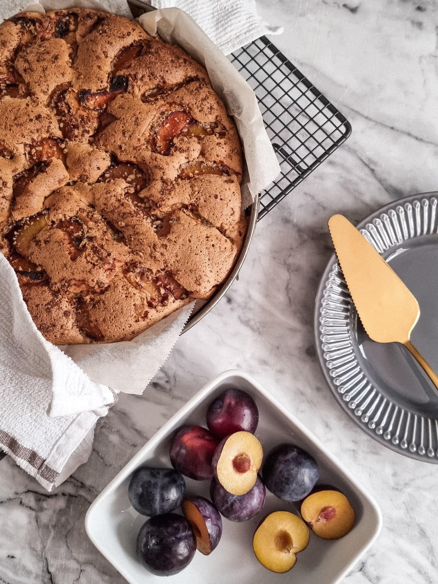 Perfect autumn cake czyli puszyste ciasto ze śliwkami i orzechami