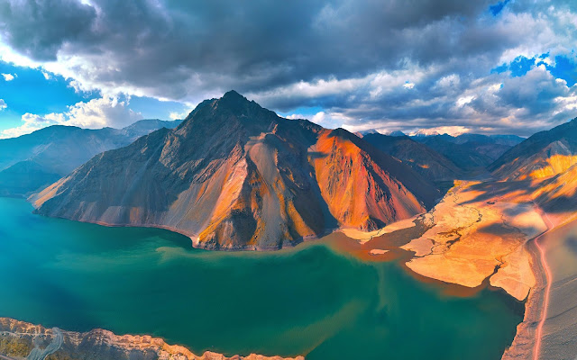 Papel de parede Paisagem Natural Montanhas e Lago Verde para PC, Notebook, iPhone, Android e Tablet.