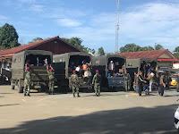 Polres Sorong, Satuan Marinir Dari Pasmar Kawal Warga Dari Halaman Polres Sorong Menuju Kota Sorong