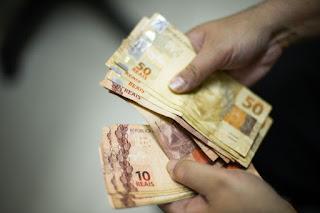 Salário mínimo será de R$ 1.039 em 2020.