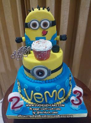 Kue Tart Ulang Tahun Tingkat Tema Minion