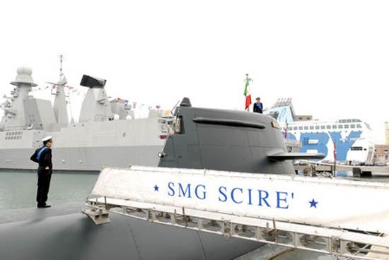 El submarino italiano 212 SMG Scire colisionó con un mercante
