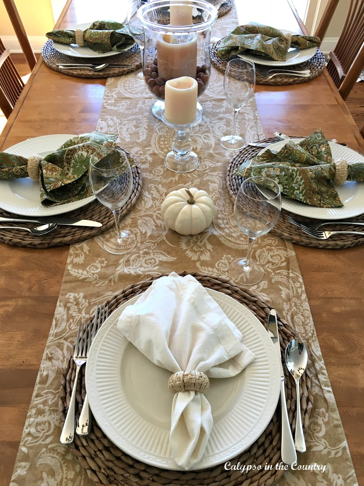 Fall Table Setting using neutrals and textures