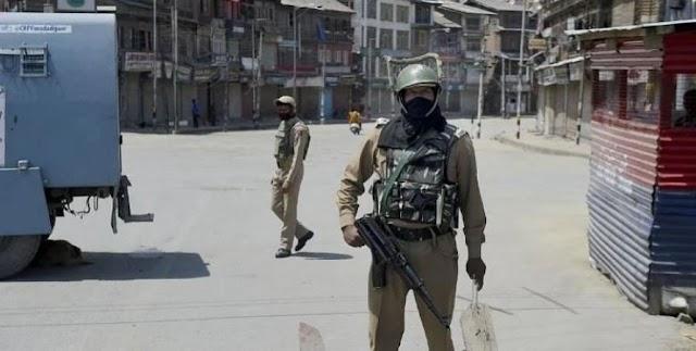 जम्मू-कश्मीर: सुरक्षा बलों पर एक और आतंकी हमला, घाटी में तलाशी अभियान जारी ।