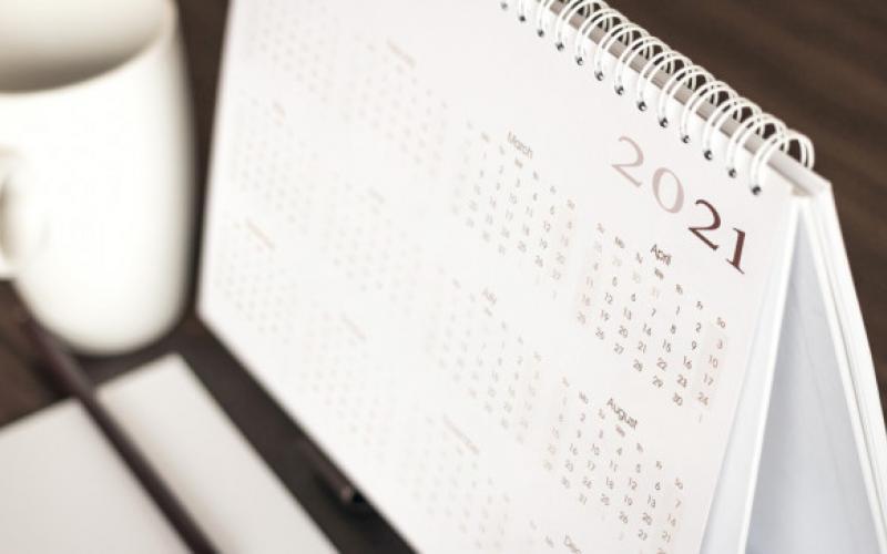 Πότε πέφτουν οι αργίες το 2021 - Τα τριήμερα του νέου έτους