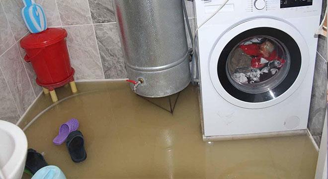 Diyarbakır'da altyapı yetersizliği nedeniyle birçok ev sular altında kaldı