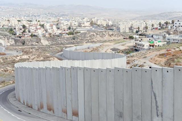 وثيقة لـ «بتسيلم»: إسرائيل دولة فصل عنصري «أبارتهايد»