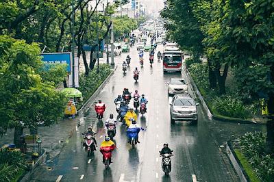 Tips Aman Bersepeda Ketika Musim Hujan