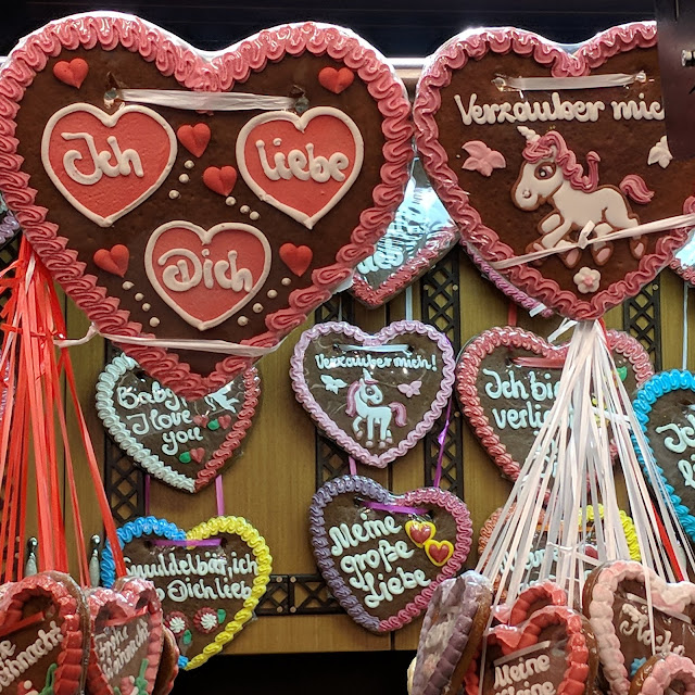 Ich liebe dich: heart-shaped Christmas Lebkuchen at the International Market in Essen, Germany