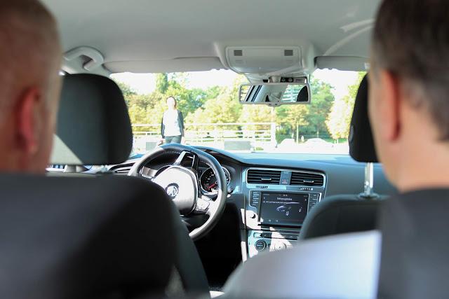 VW exibe Golf que estaciona de forma autônoma - Alemanha